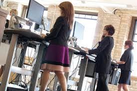 Bekerja Sambil Berdiri Dapat Menurunkan Berat Badan